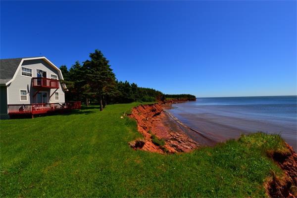 Prince-Edward-Island-Ocean-Front-Cottage.jpg