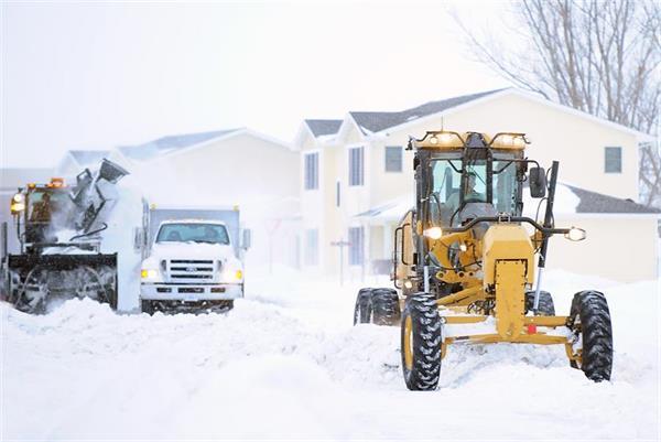 大雪又双叒叕来了!车子被雪地'坑'了可咋办?1