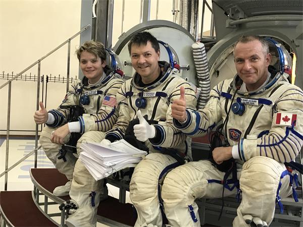 """加拿大宇航员成功升空与""""太空经济""""2"""