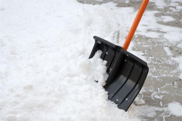 大雪连绵,如何正确铲雪?4