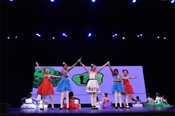 第四届孩子们的春晚获盛赞,与近两千人共庆春节9