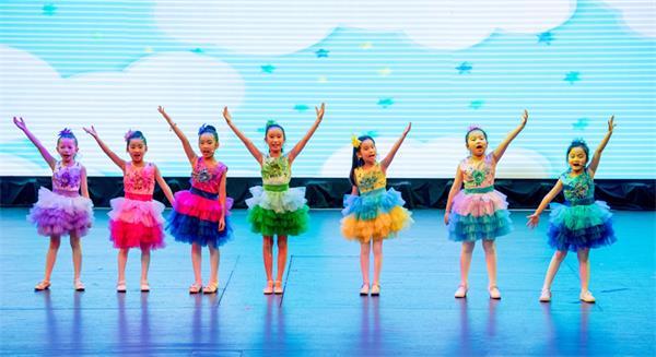 第四届孩子们的春晚获盛赞,与近两千人共庆春节14