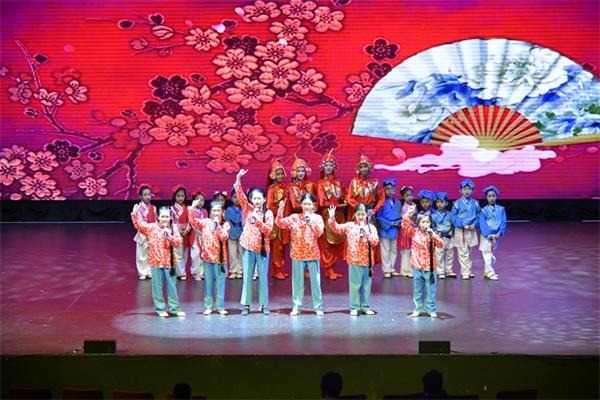 第四届孩子们的春晚获盛赞,与近两千人共庆春节7
