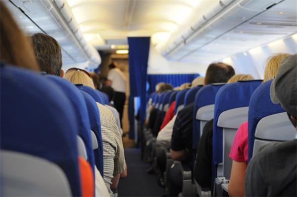 【澳门凯旋门官方网址专访】如何正确乘坐飞机——访国家运输安全委员会专家7