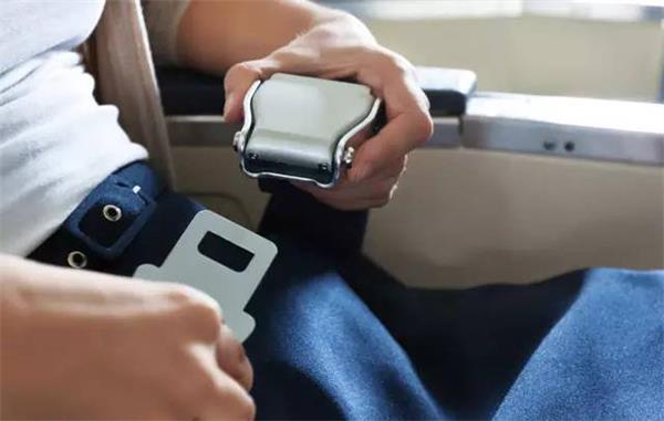 【独家专访】如何正确乘坐飞机——访国家运输安全委员会专家5