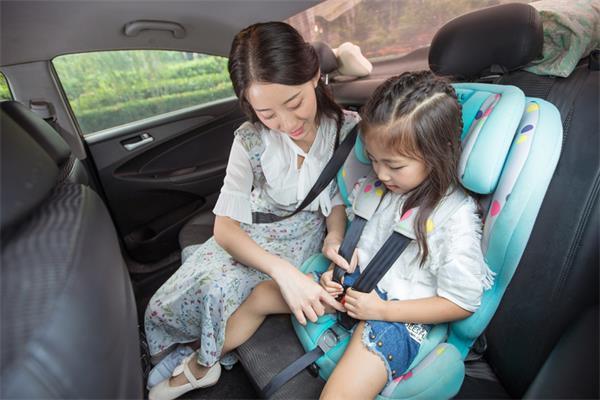 加拿大魁北克省实行儿童乘车新规定2