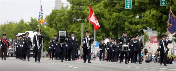 加拿大人在维多利亚日都做些什么?2