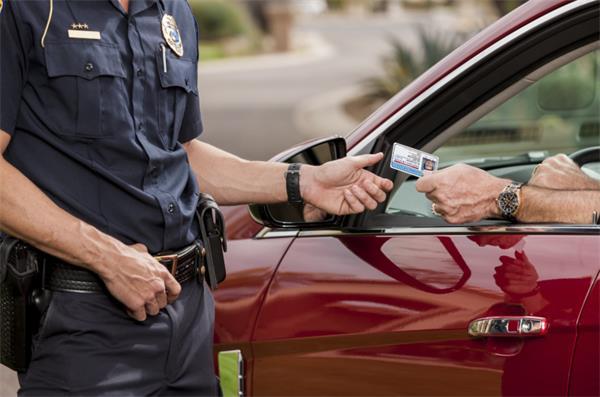 如何轻松解决加拿大的交通罚单?2