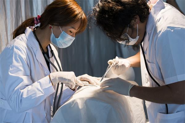与中国高考相比,在加拿大申请医学院要通过多少考验?5