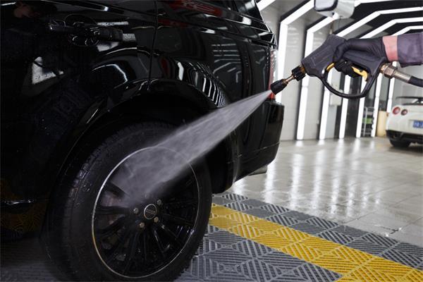 洗车这活儿,看似简单,实则真不易!3