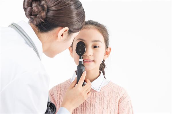 警惕!不同年龄段给眼睛补充不同营养1