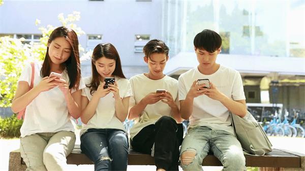 使用手机限制,安省的学生们果真要退出群聊啦!1