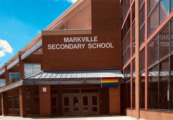以天才班出名的Markville Secondary School1
