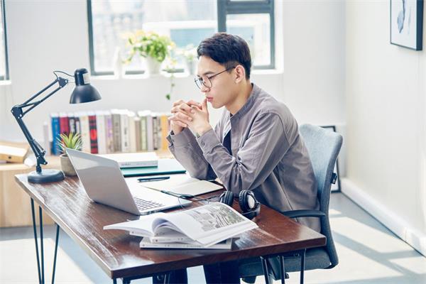 八种可以在家办公薪资超过7万的工作6