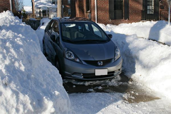 暴雪挖车,记住一定要先清除这个部位的积雪!3