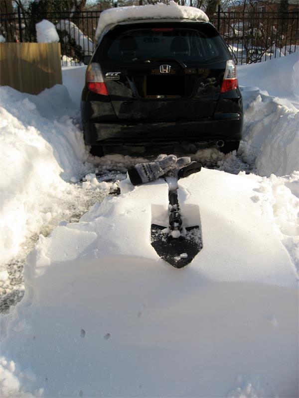 暴雪挖车,记住一定要先清除这个部位的积雪!4