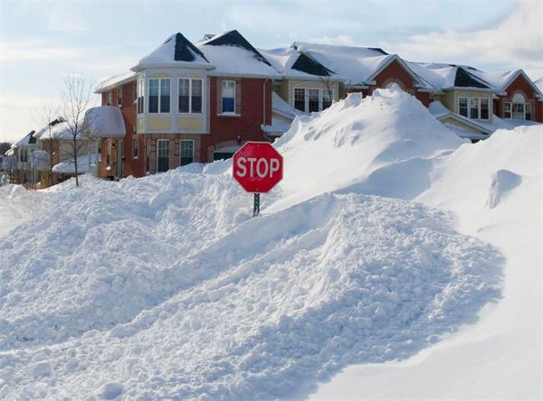 暴雪挖车,记住一定要先清除这个部位的积雪!5