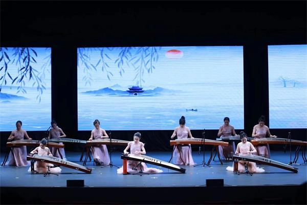 天降瑞雪迎宾客, 两台晚会庆新春——孩子们的春晚演出纪实10