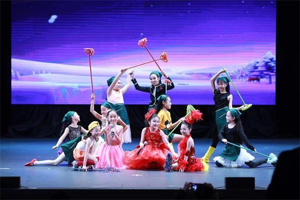 天降瑞雪迎宾客, 两台晚会庆新春——孩子们的春晚演出纪实11