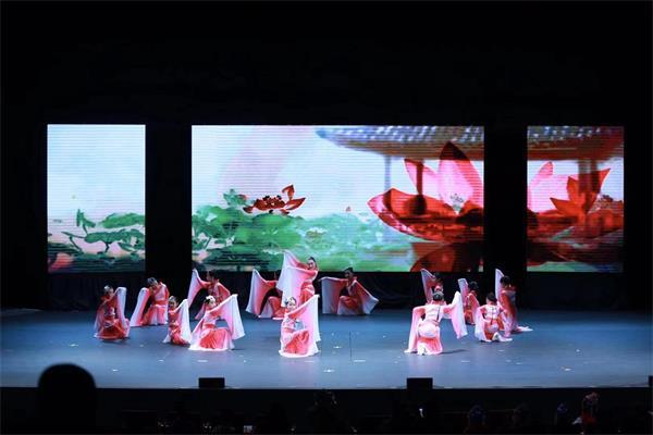 天降瑞雪迎宾客, 两台晚会庆新春——孩子们的春晚演出纪实13