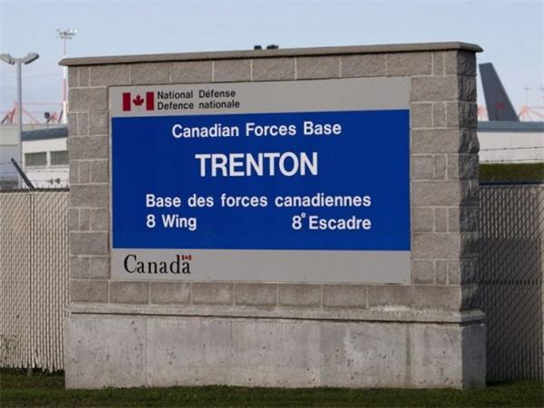 加拿大撤回的侨民开始隔离生活,舐犊情深!父母愿陪孩子隔离5