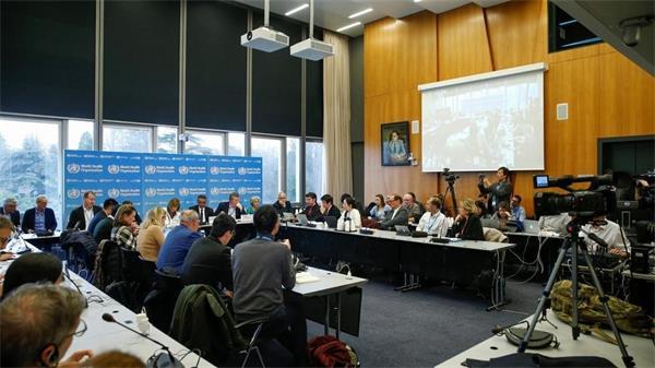 今日回答敏感问题!世卫组织关于埃博拉和新冠病毒新闻发布会1