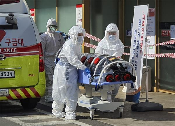 """韩国疑现""""超级传播者"""",61岁患者传染15人!""""钻石公主""""2人死亡1"""