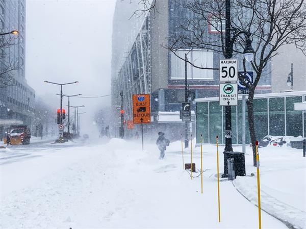 场面混乱!连日暴雪多伦多24小时近300起事故6