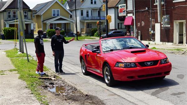 感动美国!暴乱后这位高中生却获赠了一辆跑车!9