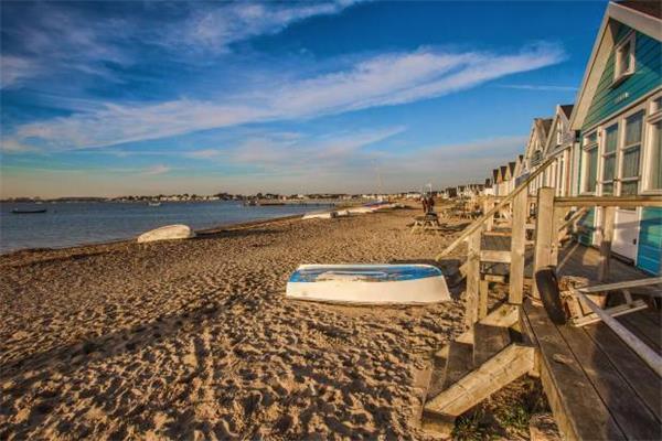 """""""宅度假""""英国新风尚!天价小木屋成为英国史上最贵的海滩小屋!1"""