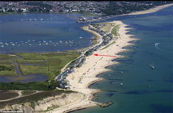 """""""宅度假""""英国新风尚!天价小木屋成为英国史上最贵的海滩小屋!3"""