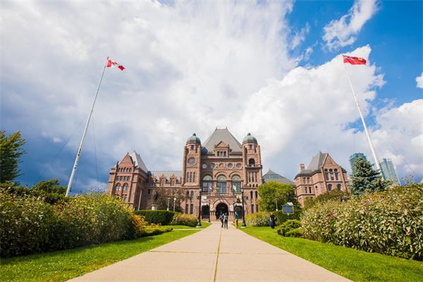 鼓励远程网课!加拿大暂时禁止国际留学生入境!引发学生不满!1