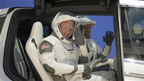 送上火星不是梦!搭乘龙飞船的宇航员正在返回地球途中!5