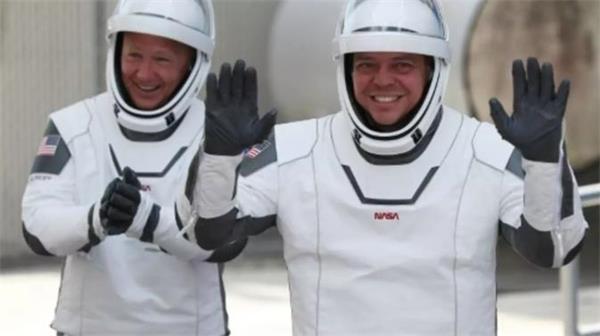 送上火星不是梦!搭乘龙飞船的宇航员正在返回地球途中!6