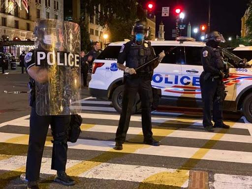 美国警察都疯了吗?13岁自闭少年遭警察开枪扫射!7