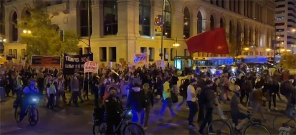 多地爆发示威游行!美国大选得民众票多者未必最后胜出3