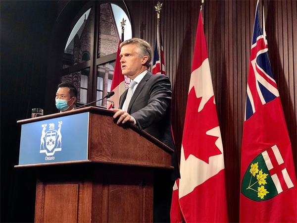 政府警告出国后恐难回国!入境加拿大需检测报告!安省财长违规遭指责3