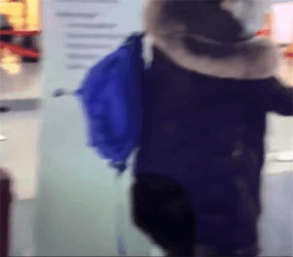 6岁女孩妈妈大闹美国机场!海外小伙伴回家过年路漫漫6