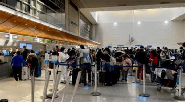 6岁女孩妈妈大闹美国机场!海外小伙伴回家过年路漫漫7