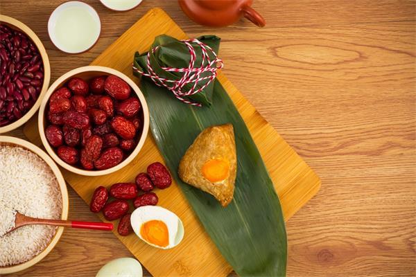 端午安康!挂艾草,绑五色丝线,阖家包粽,节日的仪式感不能少6