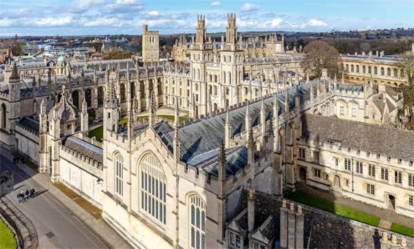 惊了!英国女王遭牛津大学学生抵制!反殖民反种族歧视热潮传遍全球7
