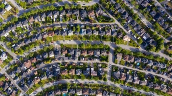 加拿大房价飞涨!千禧一代年轻人想买房难上加2