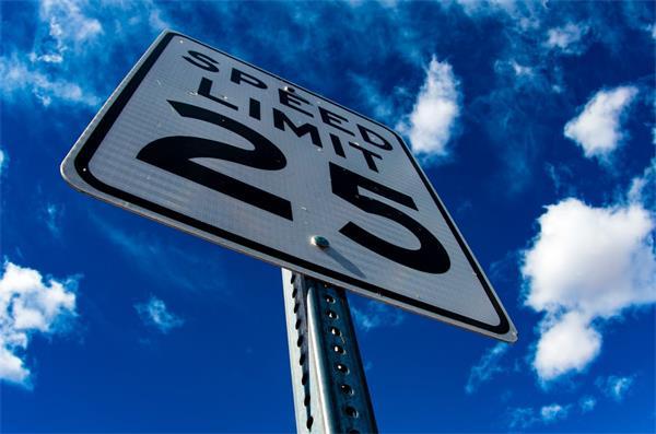 加拿大警方严打危险驾驶!吊销驾照重罚违规者!8000项街头赛车指控3