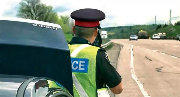 加拿大警方严打危险驾驶!吊销驾照重罚违规者!8000项街头赛车指控5