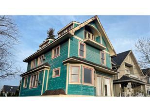叫价140万加元!温哥华一座荒废30年的凶宅挂牌出售